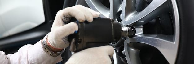 Car wheel removal