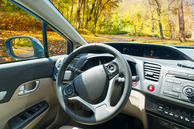 Car windscreen with fall road