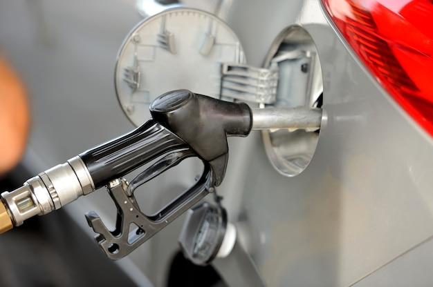 ガソリンポンプ付き車