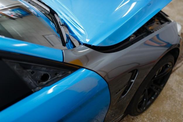 Оклейка автомобиля, защитная виниловая пленка или пленочное покрытие автомобиля. авто детализация