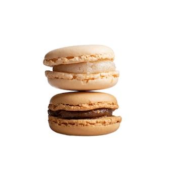 Карамель и ваниль вкусные французские миндальное печенье на белом