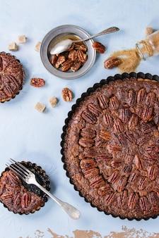 Карамельный пирог с орехами и орехами