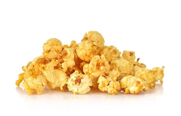 Карамель попкорн на белом фоне