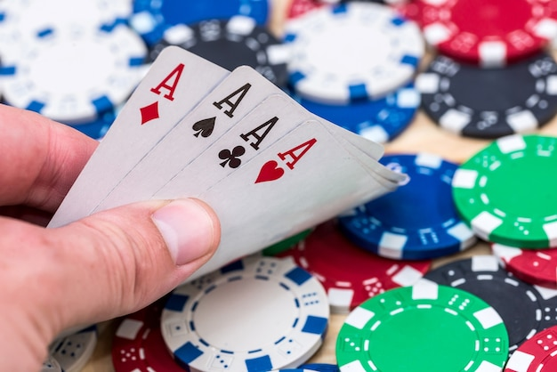 カジノチップのエースからのカードの組み合わせ