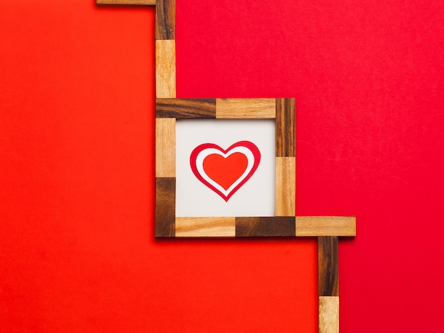카드, 수제. 발렌타인 데이. 종이 접기, 판지, 가위, 연필. 레드, 핑크, 오렌지. 마음.