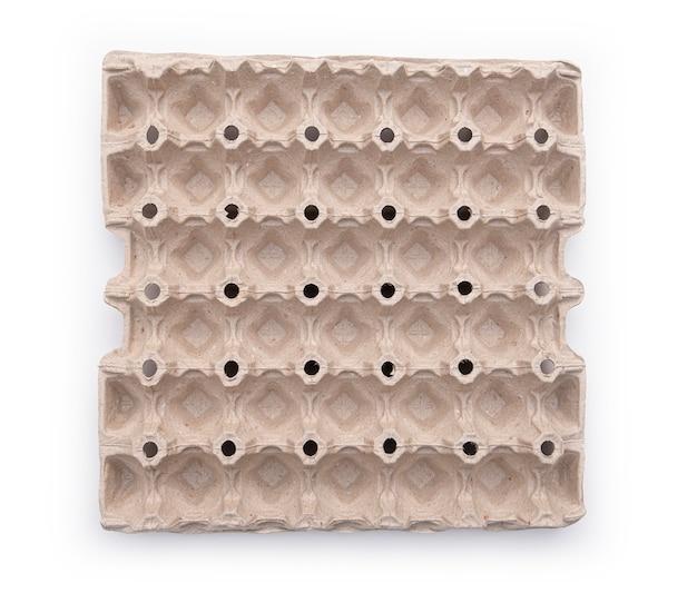 卵の段ボール箱。空の段ボール箱。上面図。白で隔離