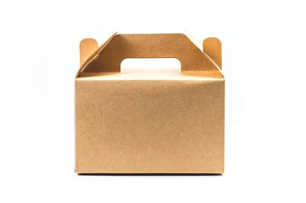 クリッピングパスで白い背景に隔離された段ボール箱