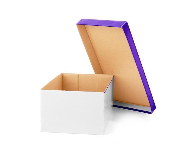 흰색 바탕에 골 판지 상자