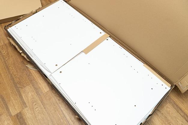골판지 상자, 집에서 조립할 수 있는 새 가구 및 부속품으로 포장