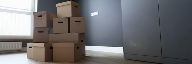 Cardboard boxes are in room services of logistics companies and cargo delivery