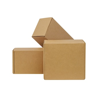白い背景の上の商品の段ボール箱。サイズが異なります。白い背景で隔離。