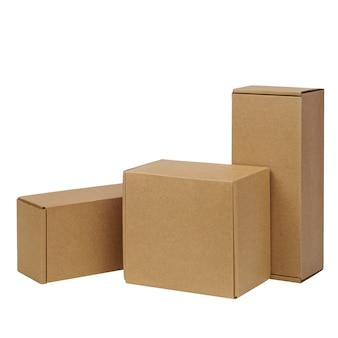 흰 벽에 상품에 대 한 골 판지 상자입니다. 크기가 다릅니다. 흰 벽에 고립.