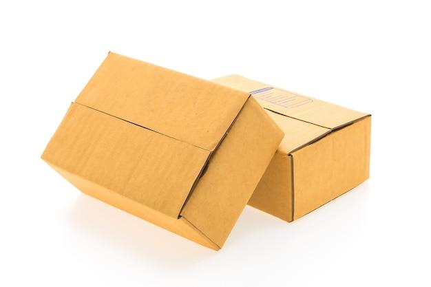 흰색 배경에 골 판지 상자