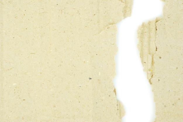 孤立した白い背景の上の段ボール片
