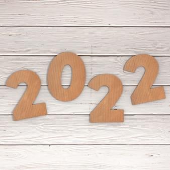 Cardstock номера 2022 с новым годом подписать на фоне деревянный стол. 3d рендеринг