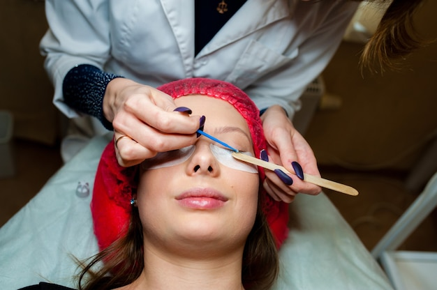 Care of eyelashes in the beauty salon.