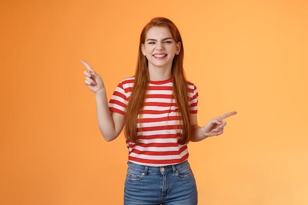 良いニュースを祝うのんきな幸せな赤毛の女性は幸せな喜びに満ちた笑顔の歯を見せる白い笑顔を感じます...