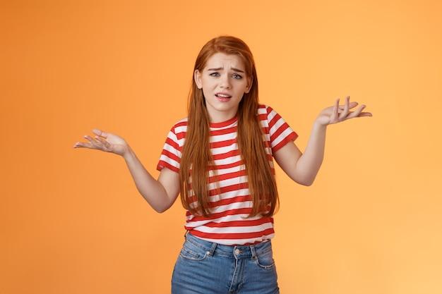不注意な傲慢な赤毛の金持ちの女の子はそう言います。