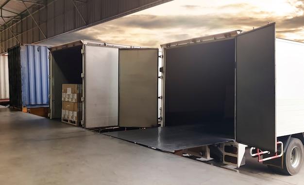 부두 창고에 주차된 화물 컨테이너 트럭 선적 서비스 화물 운송 산업 화물 트럭 물류