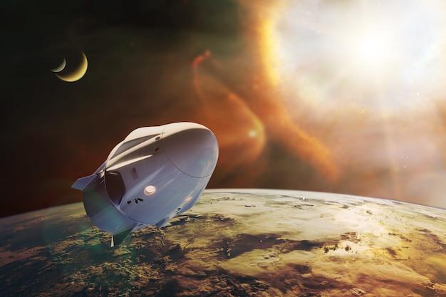 햇빛이 있는 저궤도의 화물 우주선