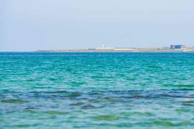 Карибский бирюзовый водный пляж отражение