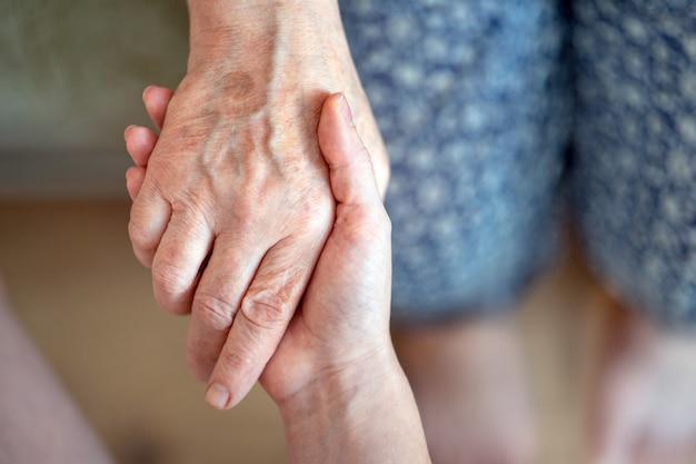 高齢者の世話高齢者の世話親のおじいちゃんについての高齢者の世話