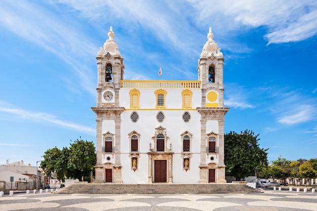 포르투갈 파로의 카르모 교회(뼈의 예배당)