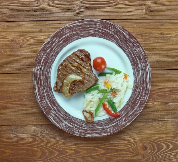 Карне а ля тампикена - самые популярные мясные блюда в мексике.