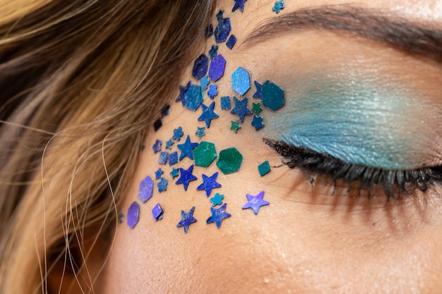 Carnival makeup to celebrate brazil's carnaval. makeup trend and accessories for the carnival.
