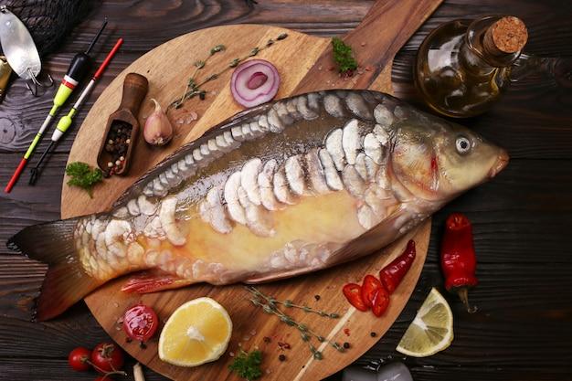 スパイスと野菜と鯉の魚