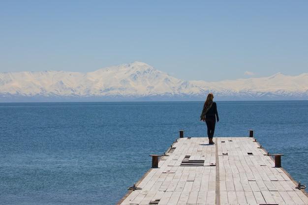 トルコのカルパナック島とシュプハン山
