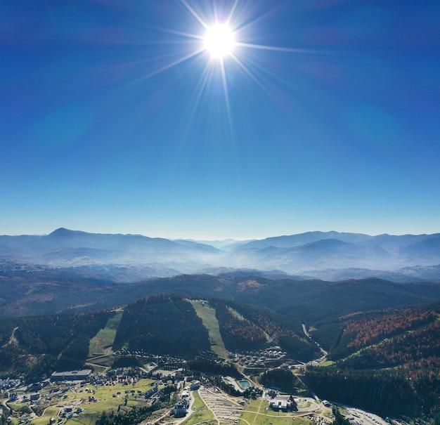 カルパティア山脈の日当たりの良い風景