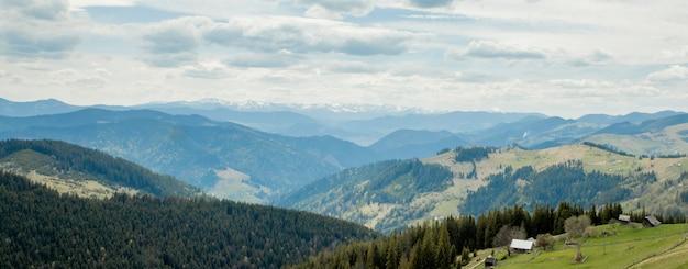 Карпатские горы вид сверху пейзаж