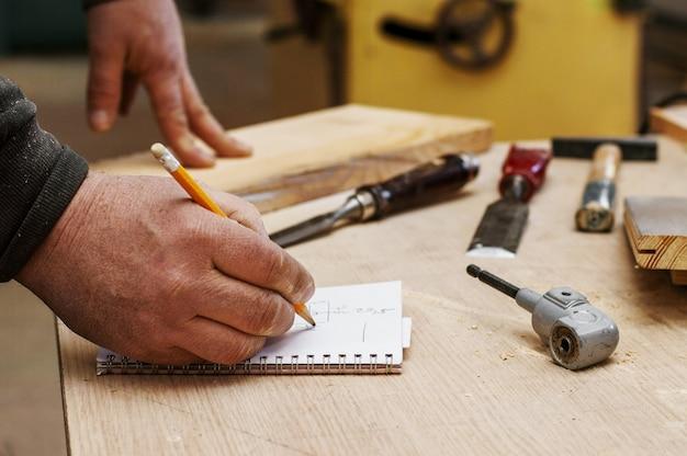 Carpenter calculates dimensions