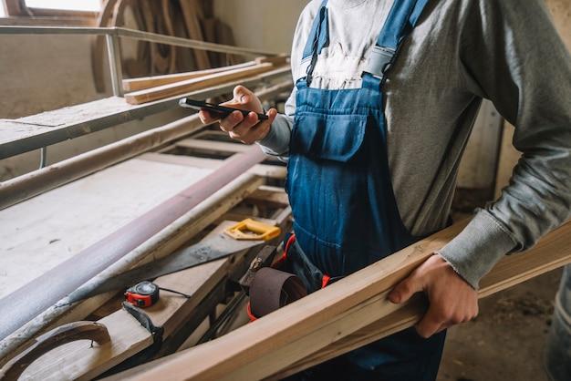 Carpenter nel suo laboratorio