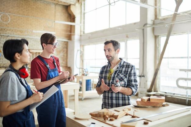 Carpenter teaching trainees