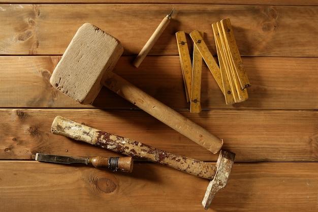 Инструменты плотника пила молоток деревянная лента самолет стук