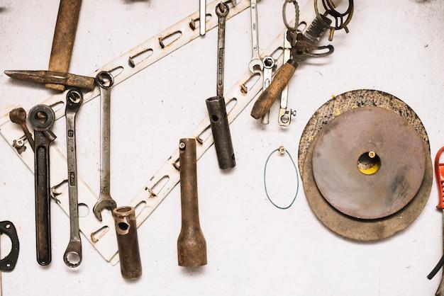 Концепция плотницких работ с различными инструментами