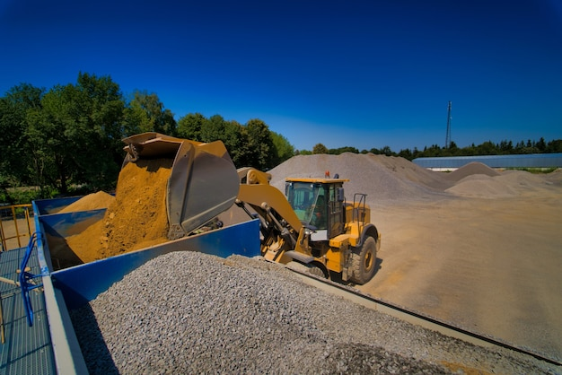 Carriage on loading with crushed stone.