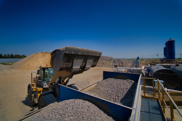 Carriage on loading with crushed stone