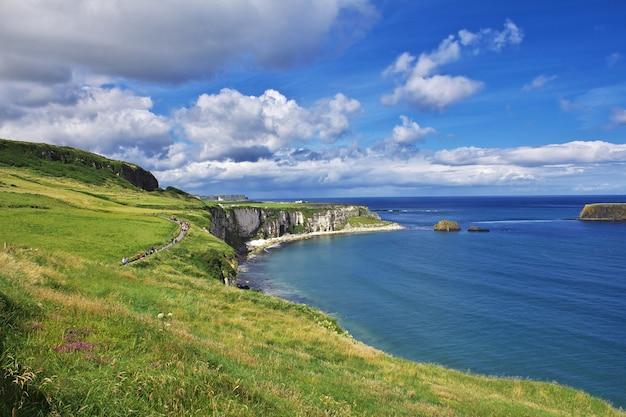 キャリックアレッドロープブリッジ、北アイルランド、英国