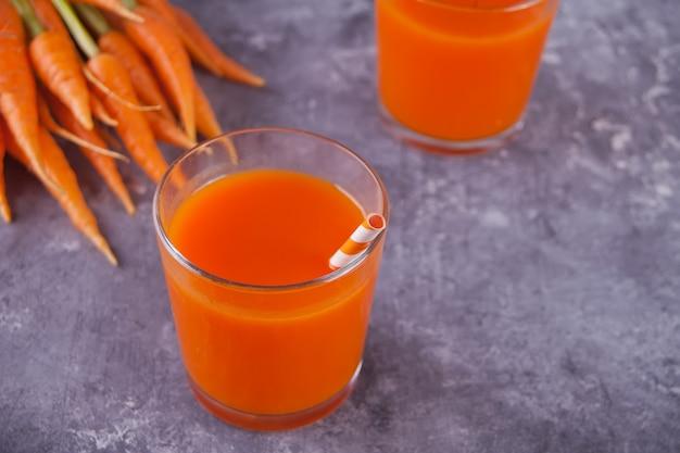 Морковный сок в очках