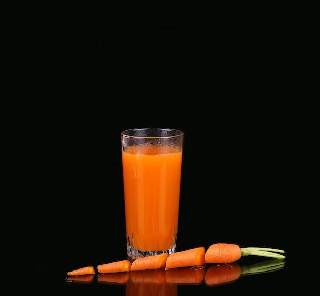 にんじんとジュースのグラス
