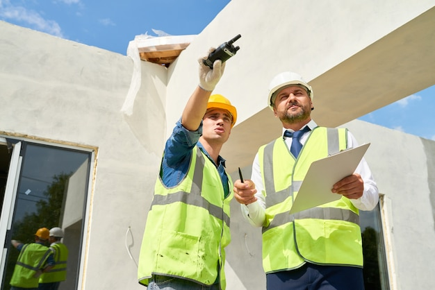 Carrying out inspection of construction site