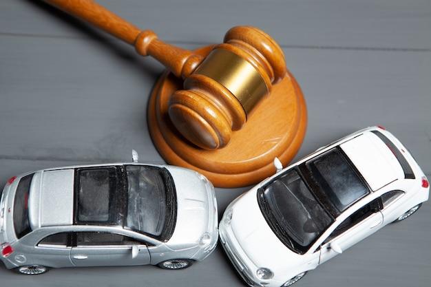 車とジャッジがハンマーを打ちます。事故後のコンセプト訴訟