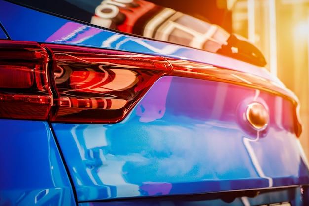 販売用車ストックロット販売列。自動車ディーラーの在庫。成功のビジネスコンセプト
