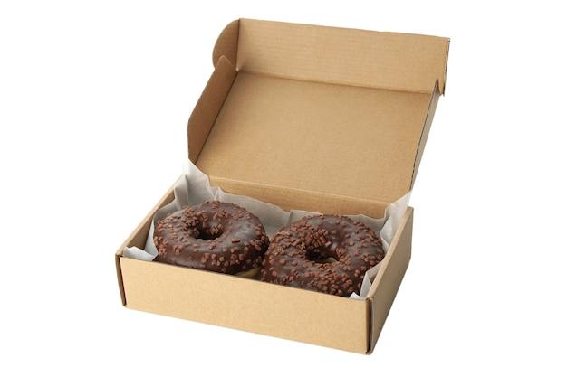 Картонная коробка с пончиками, изолированными на белом