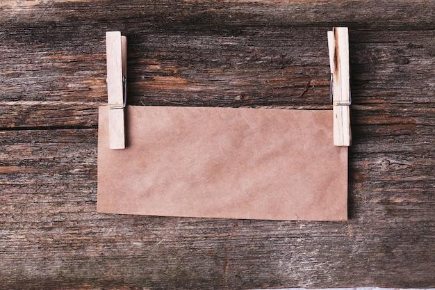 木製の質感のカートンフレーム