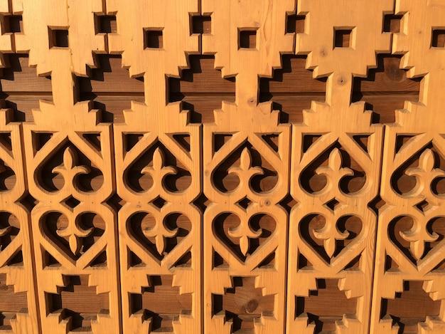 木彫りの模様、建物の壁の質感