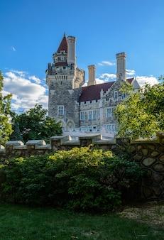Музей casa loma торонто. красивый старый замок